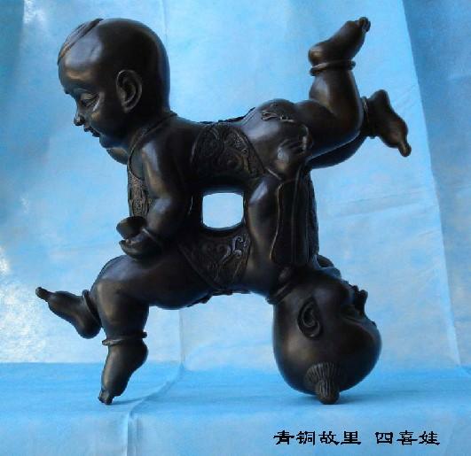 此宝贝是一对活泼可爱的胖娃娃赤身光头, 系若肚兜,一手拿着芭蕉扇,一