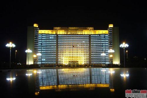 山东省临沂市豪华办公大楼,网友称为8星级(图)
