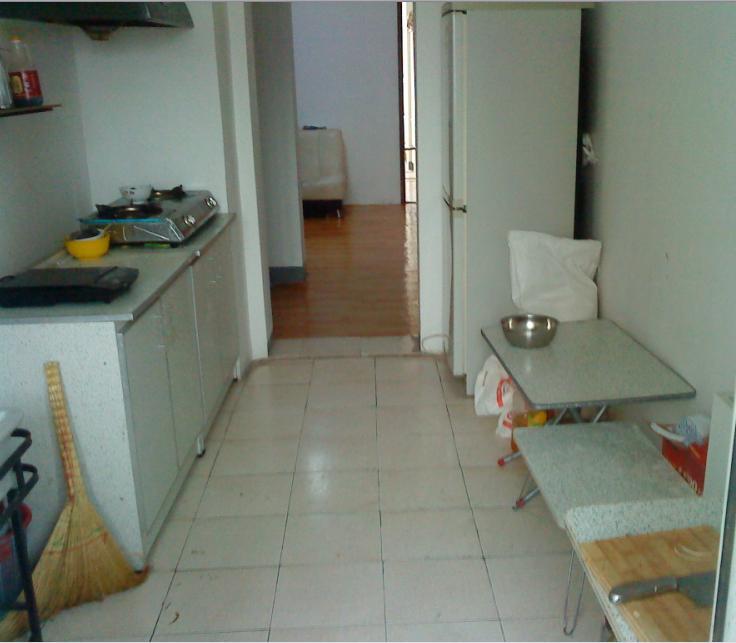 欲找一mm合租.   房子挺大挺舒服的.客厅厨房卫生间都挺干净舒服的.
