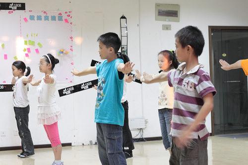 幼儿爵士舞入门教学视频