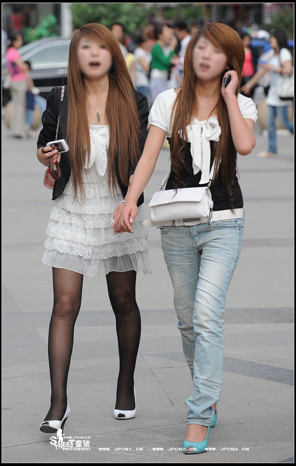 黑丝袜应该配什么颜色的裙子?