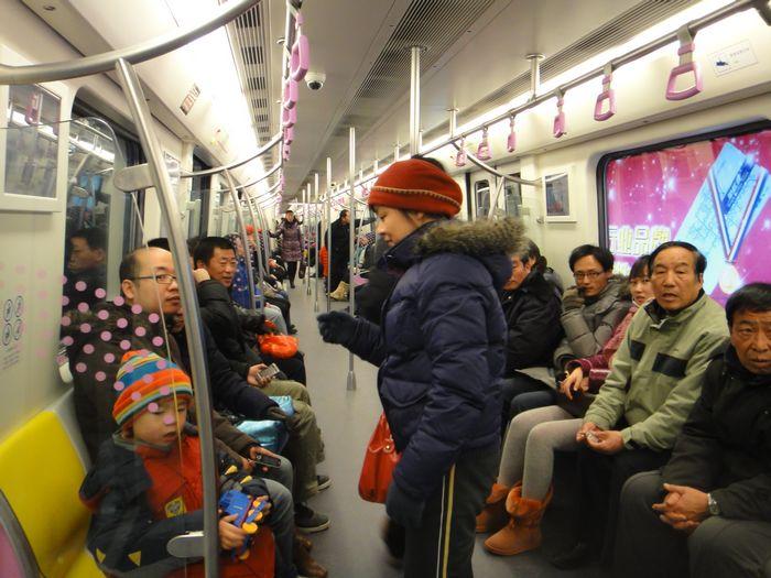 开往春天的地铁.(2011年第一天体检地铁昌平线的p,来看来看.