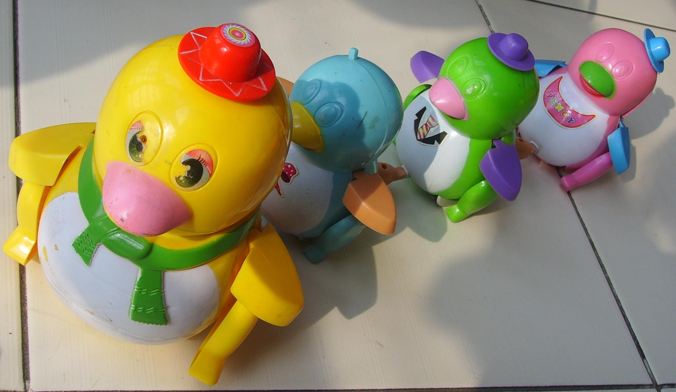 3,企鹅电动玩具