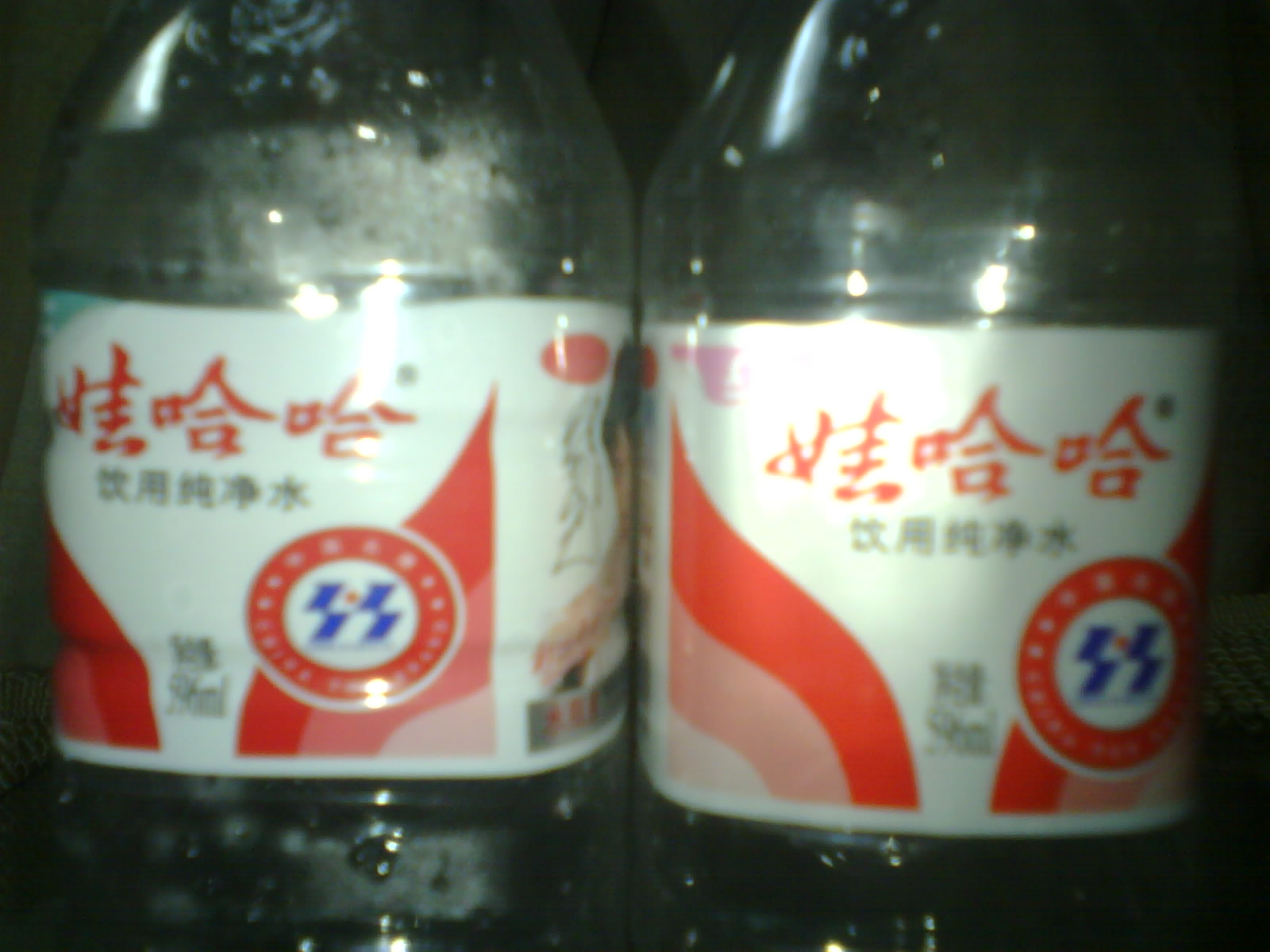 买了两瓶哇哈哈矿泉水