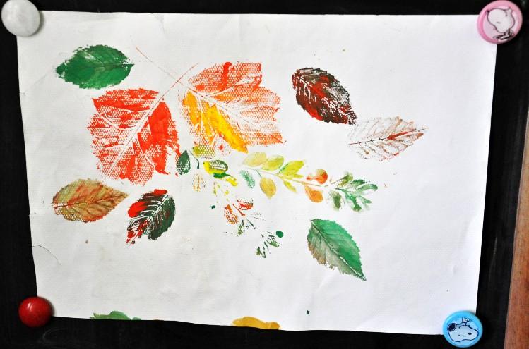 过拿树叶做的粘贴画
