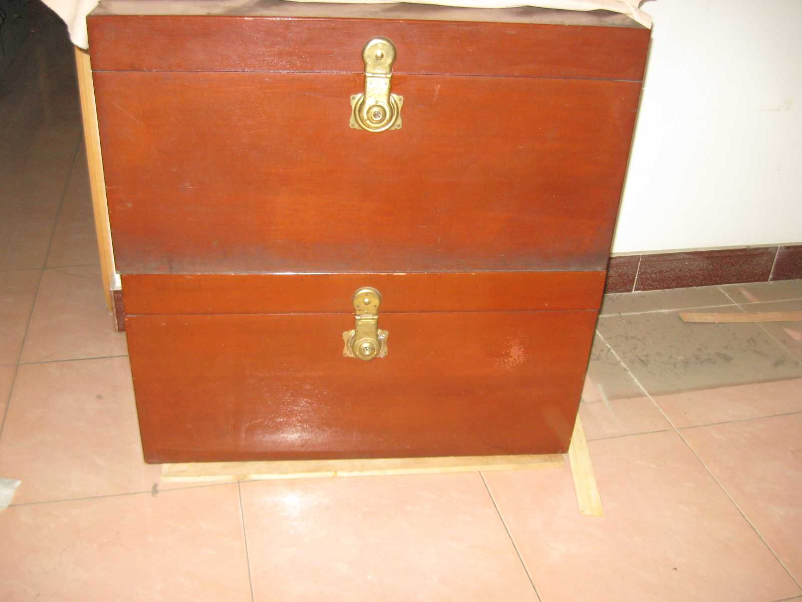 老式木头箱子,完好,有钥匙