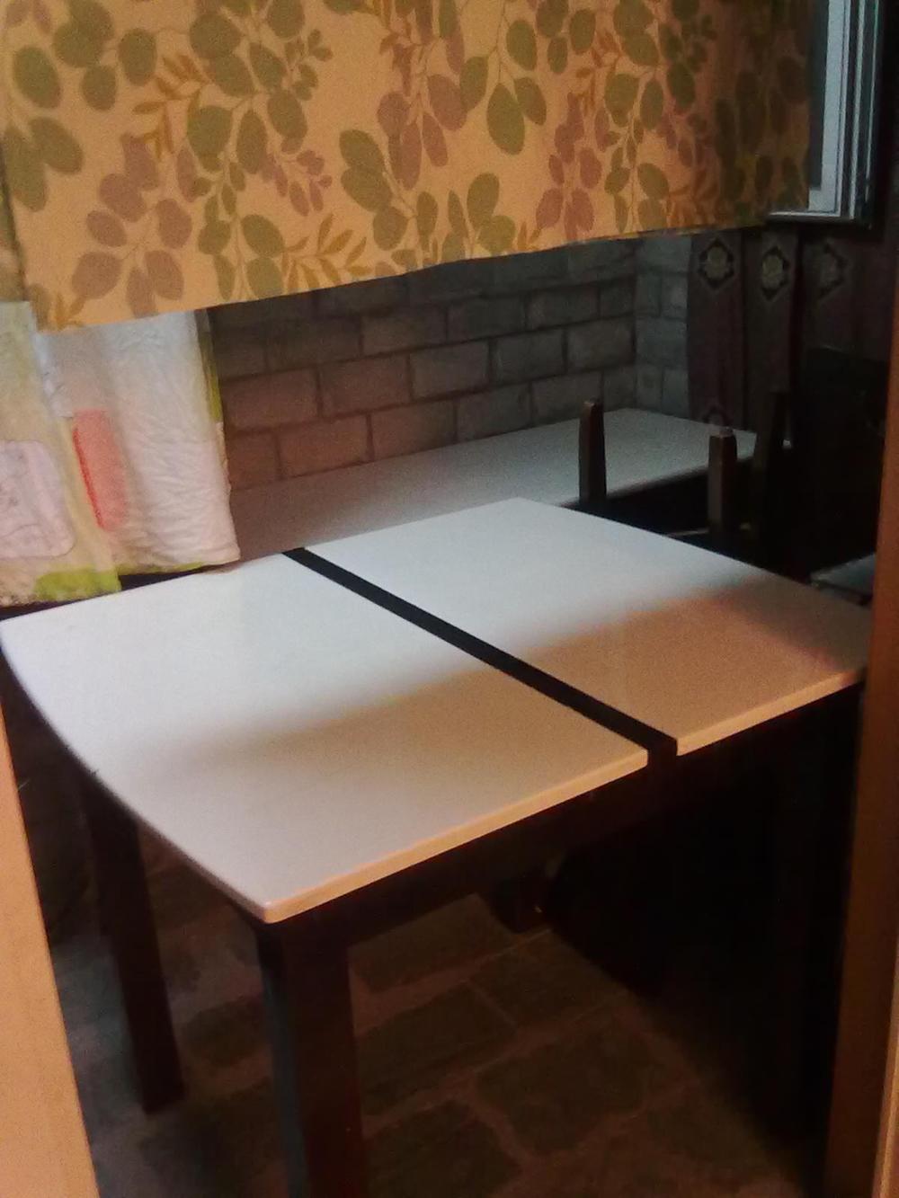 大理石面餐桌