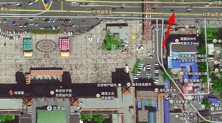 北京站门口那就有一个停车场啊