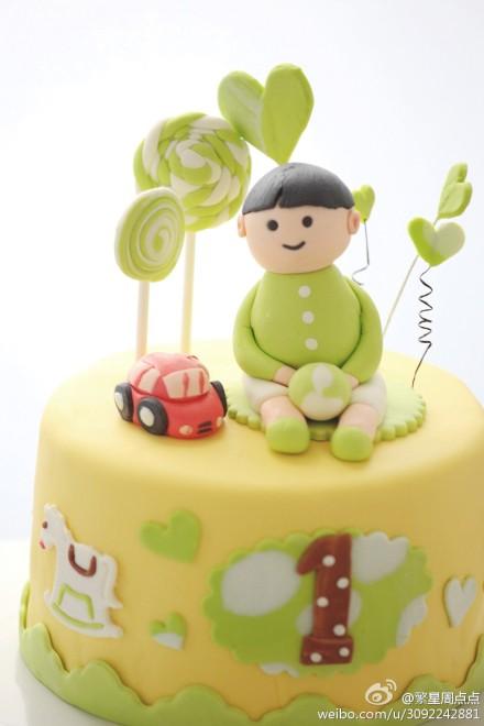 近两天蛋糕作品:翻糖汽车男孩和玫瑰覆盆子乳酪慕斯
