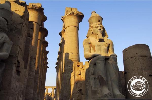 埃及, 卢克索, 卢克索 神庙, Ramses II courtyard2.jpg