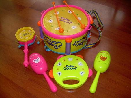 儿童玩具套装小鼓,砂槌,手铃,拨浪鼓等