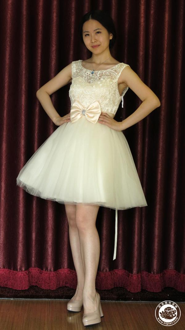 vila婚纱礼服均采用上等面料,手工制作而成,产品定位于中高档.