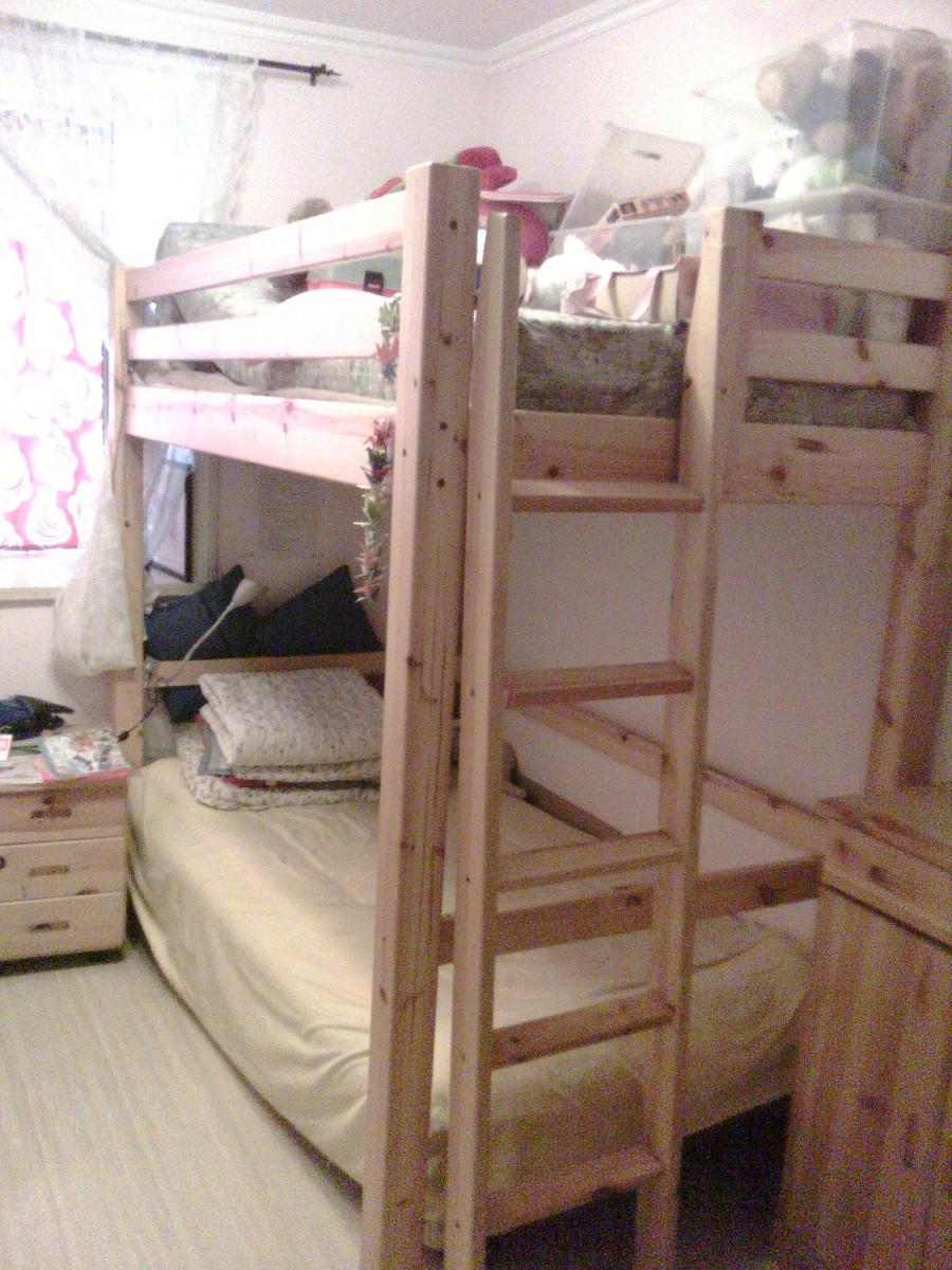 转让一架松木二层儿童床