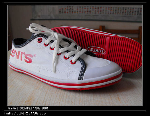 李维斯帆布鞋