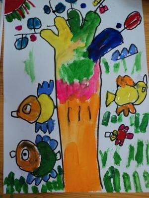 幼儿美术画妈妈的项链
