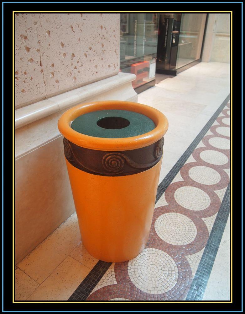 图片说明:垃圾桶