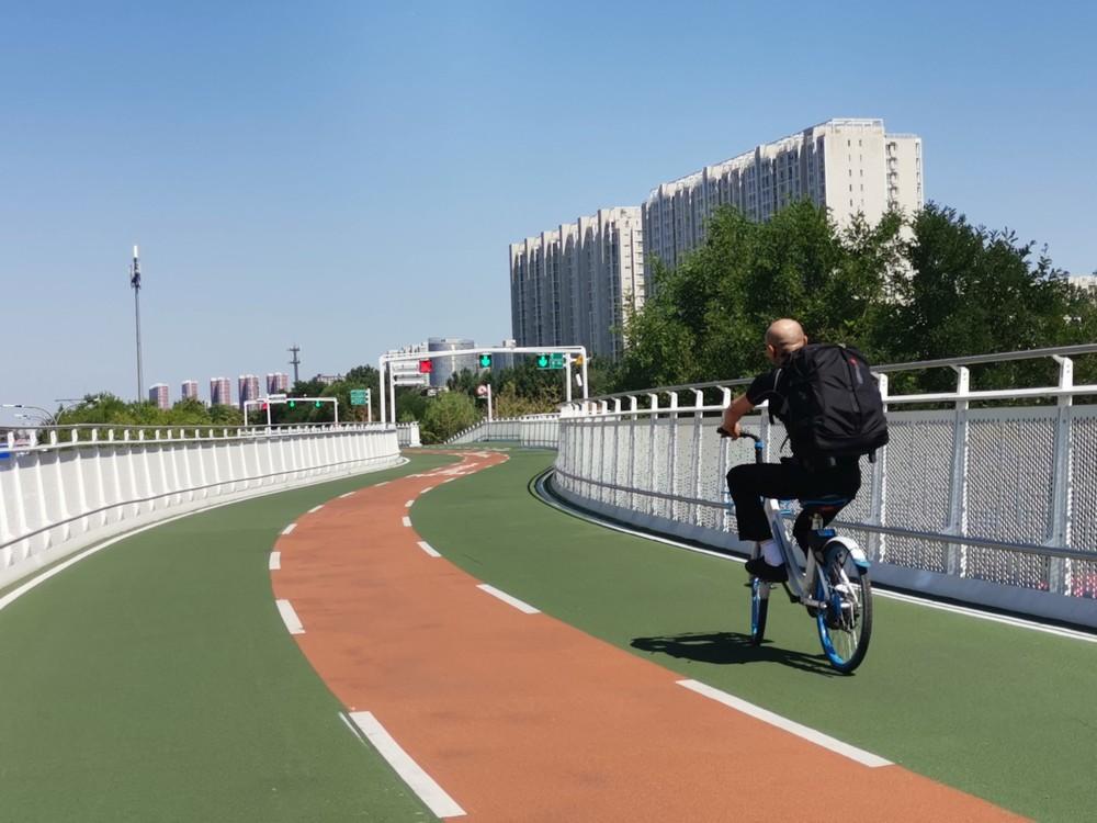 优秀奖 作品名称:第一条自行车道 作者:陈爱菊.JPG